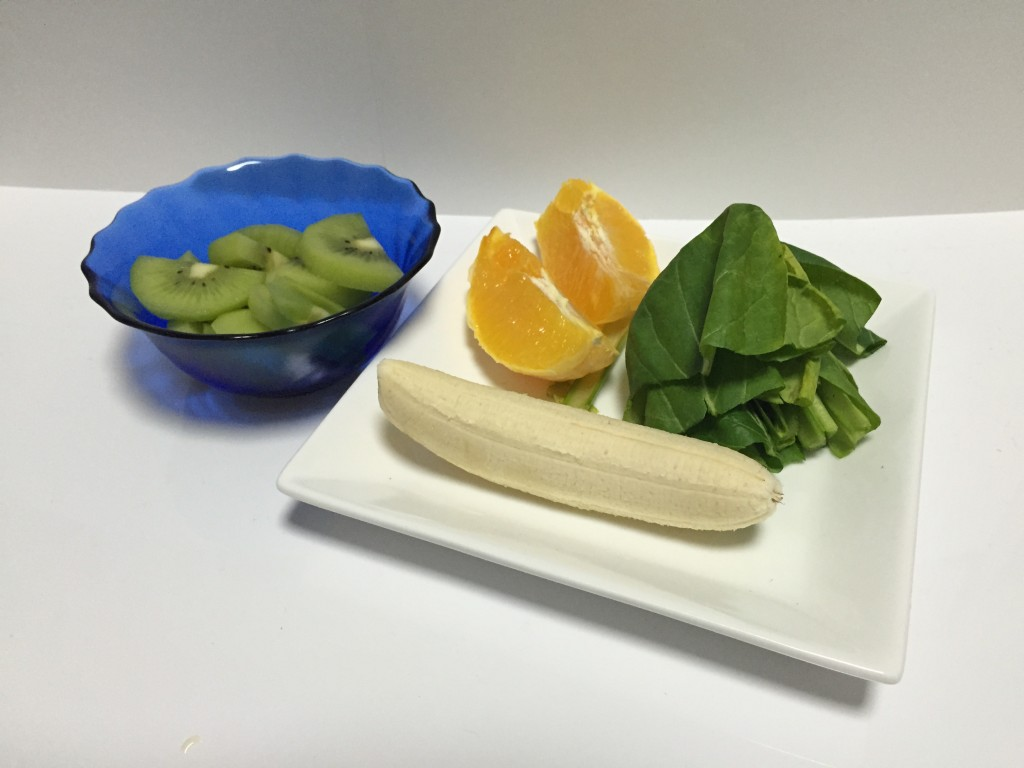 キウイとバナナのグリーンスムージー材料