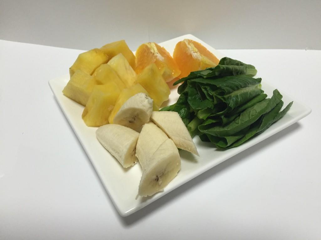 パインとバナナのグリーンスムージー材料